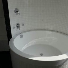 łazienka z marmuru Thassos