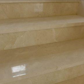 schody marmurowe Crema Marfil